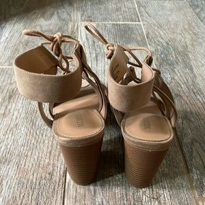 Taupe lace up shoes